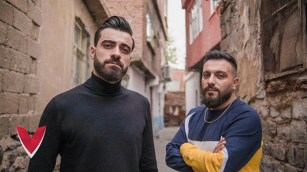 Mustafa Yalçın ft. APO - Yalnız Şarkı Sözleri
