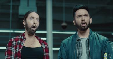 Google Asistan, Eminem Godzilla Şarkısını Söyledi!