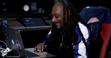 Snoop Dogg ilk kez oy vermek için kayıt oldu